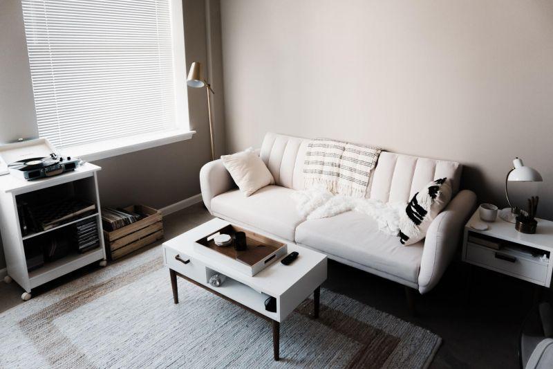 Como Limpar Sofá de Couro Branco Encardido?