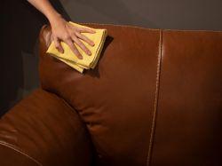 Como Limpar Sofá de Couro de Maneira Prática