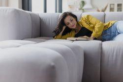 Escolha o Sofá para Sala de TV e Maratone Netflix Sem Limites!