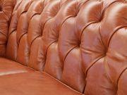 Sofá Chesterfield de Couro 3 Lugares - Crystal Avermelhado - Mempra